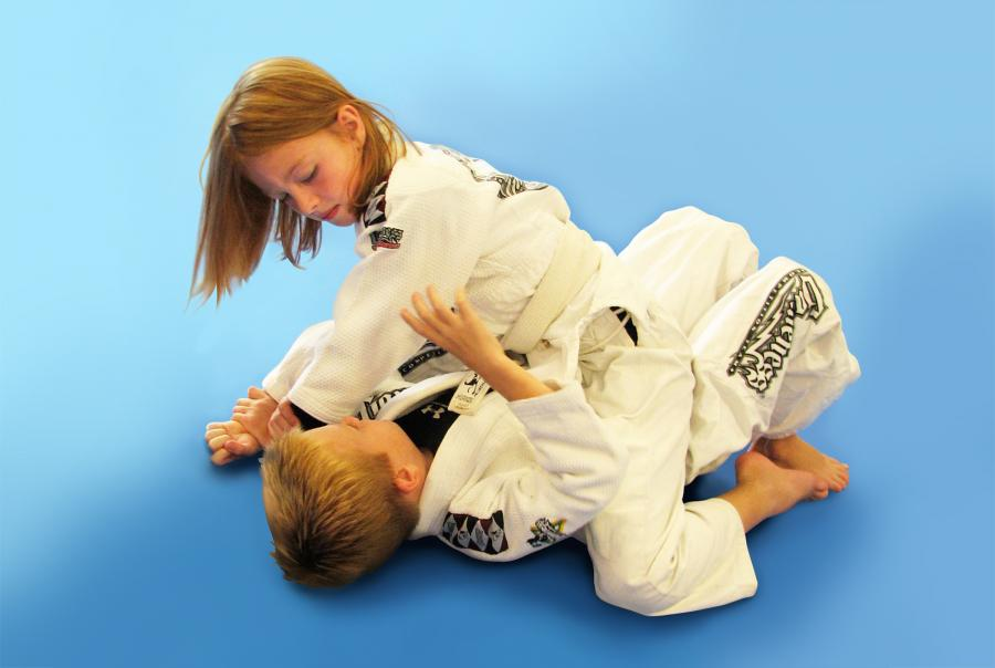 children grappling